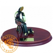 Brass design figure - Shoemaker