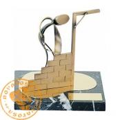 Figura de diseño en latón - Albañil